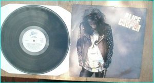 ALICE COOPER: Trash LP[1. Poison 2. Spark In The Dark 3. House Of Fire 4. Why Trust You 5. Only My Heart Talkin 6. Bed Of Nails