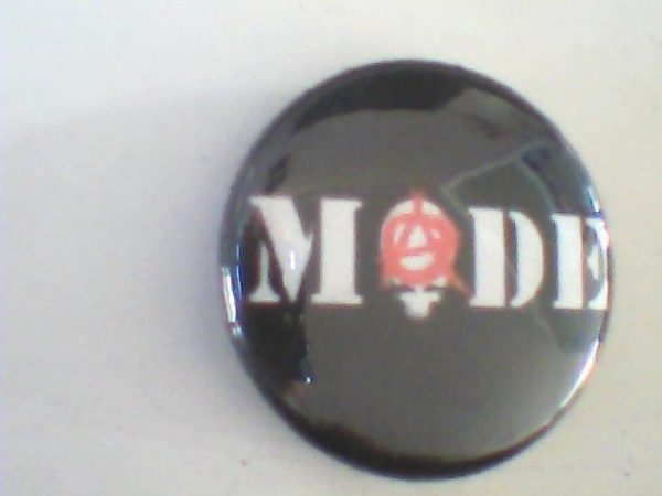 mode-punk-band-pin-button-free
